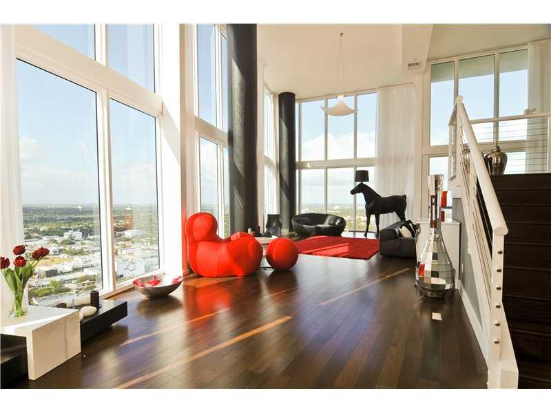 appartement de 250 m2 au blue avec vue sur mer a miami. Black Bedroom Furniture Sets. Home Design Ideas